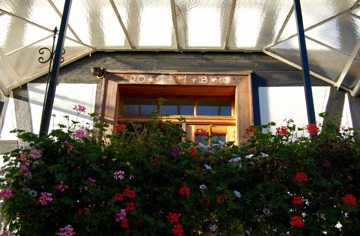 hof-eingangstuer-duedelsheim-gaestehaus